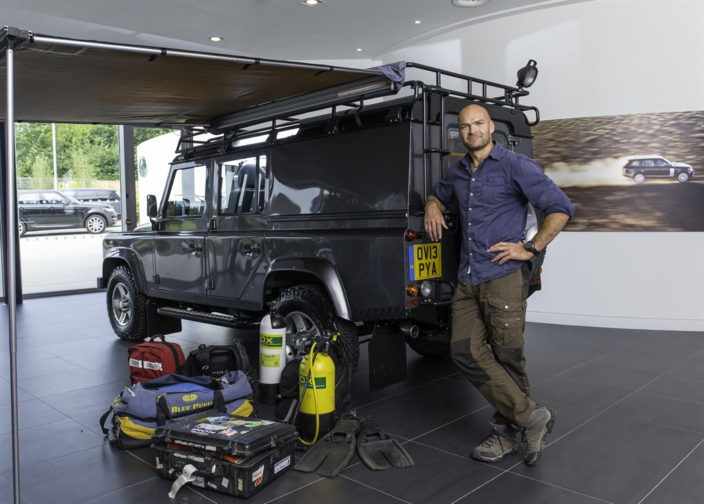 monty-halls-with-his-bespoke-land-rover-defender_LowRes
