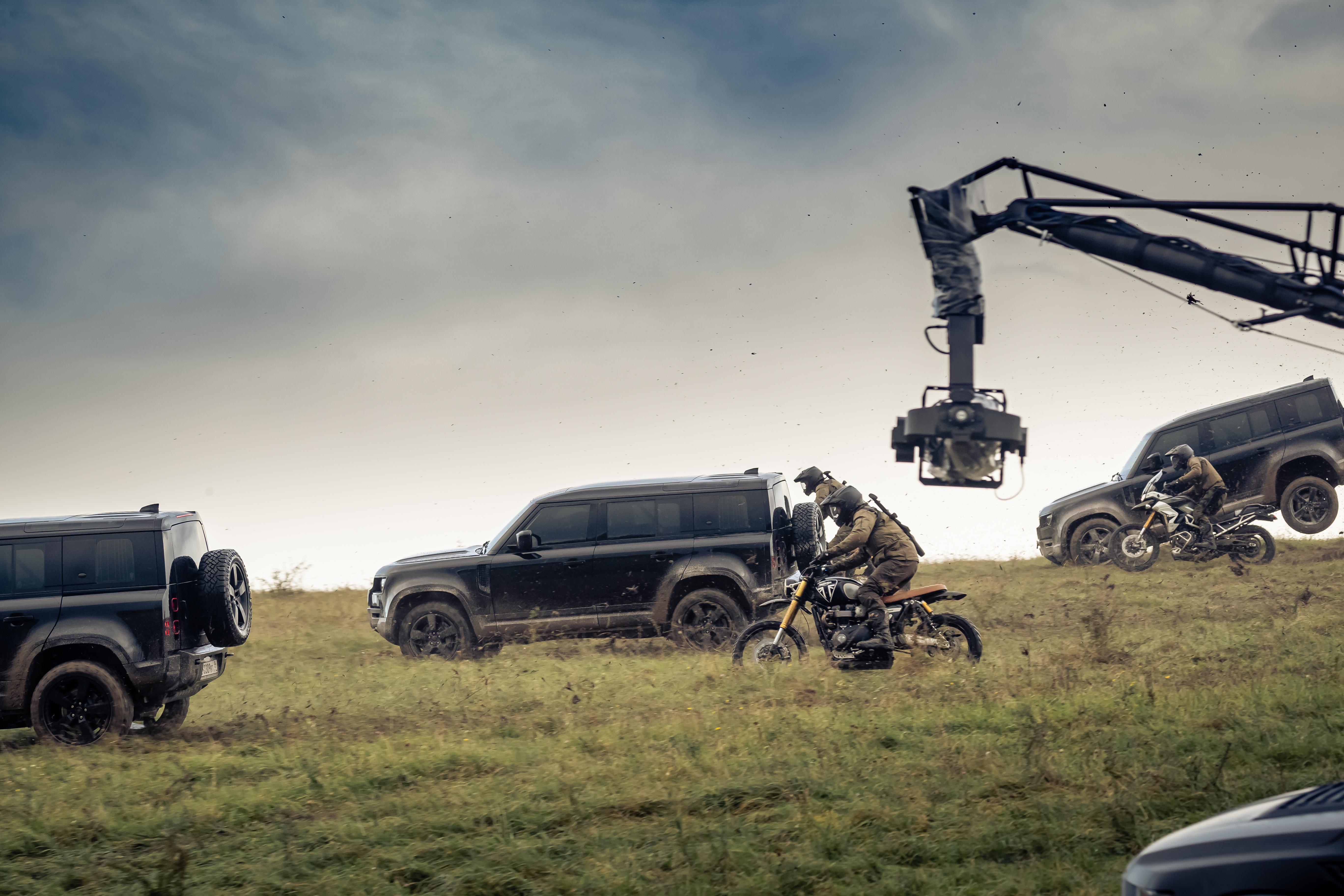 Defender 110 action in the upcoming Bond film